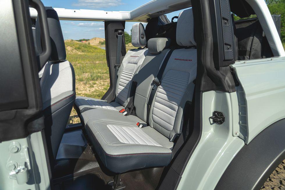 2021-ford-bronco-4-door-118-1594323470.jpg