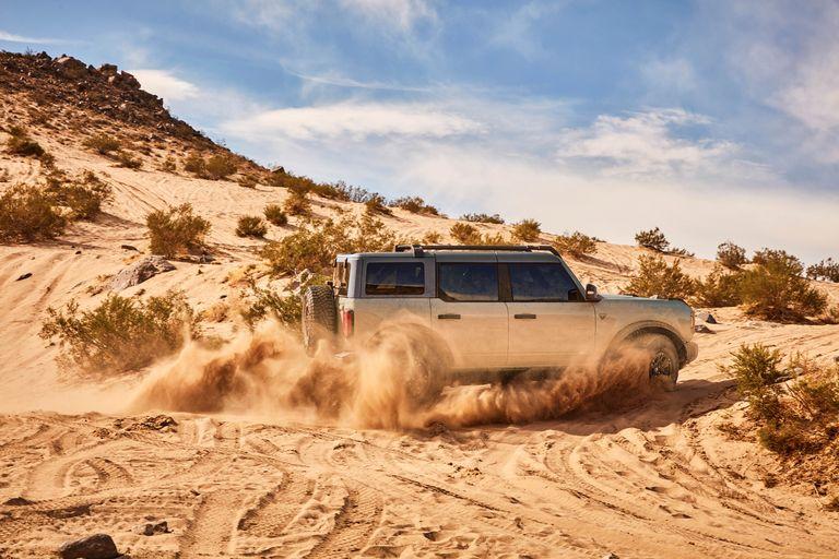 2021-ford-bronco-4-door-201-1594665952.jpg