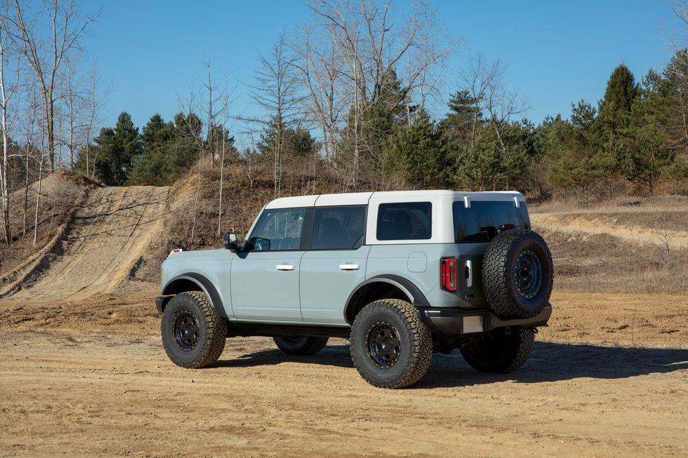 2021-ford-bronco-4-door-202-1594665952.jpg