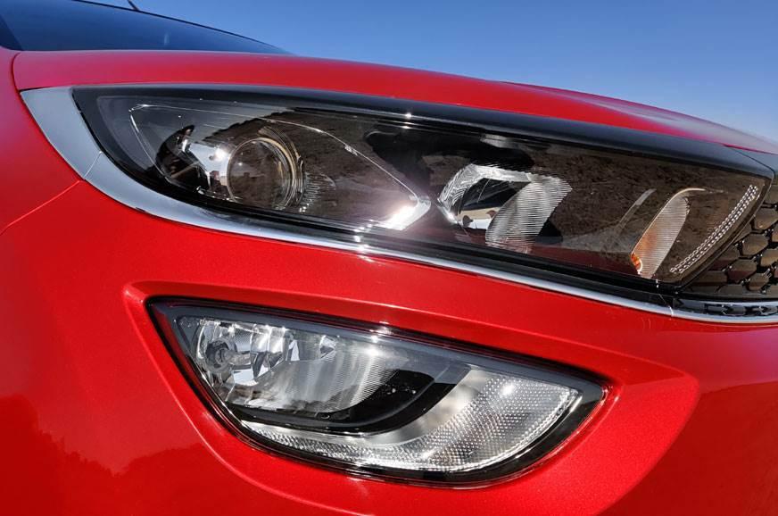 %3a%2f%2fcdni.autocarindia.com%2fGalleries%2f20191204112351_20191203034249_tata-altroz-headlight.jpg