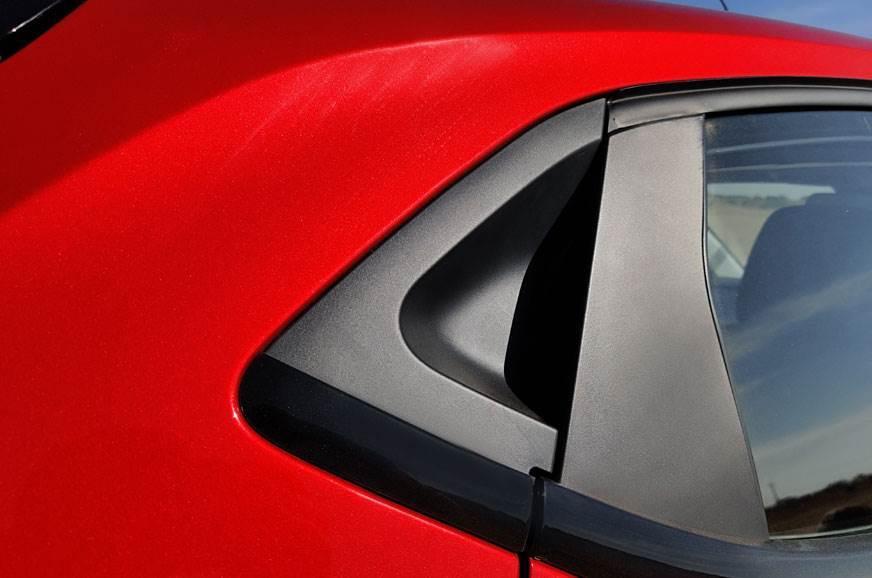 a%2f%2fcdni.autocarindia.com%2fGalleries%2f20191204112351_20191203034249_tata-altroz-door-handle.jpg