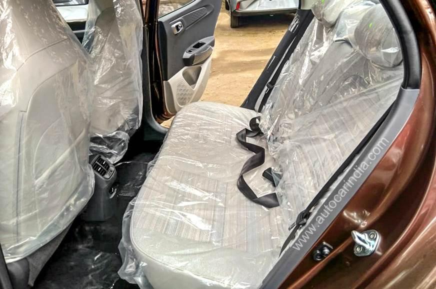 .ashx?n=http%3a%2f%2fcdni.autocarindia.com%2fExtraImages%2f20200120115857_Hyundai-Aura-rear-seat.jpg