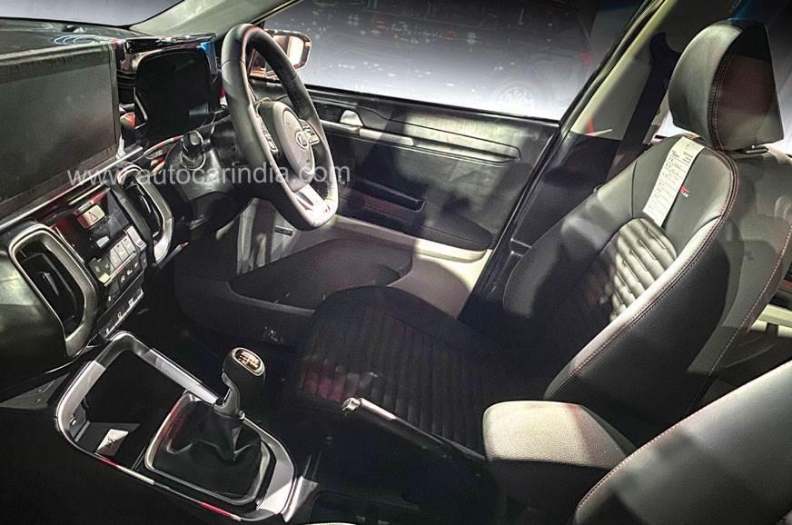 .ashx?n=http%3a%2f%2fcdni.autocarindia.com%2fExtraImages%2f20200408010906_Kia-Sonet-interior+(2).jpg
