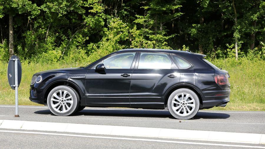 Bentley Bentayga facelift 2020-14.jpg