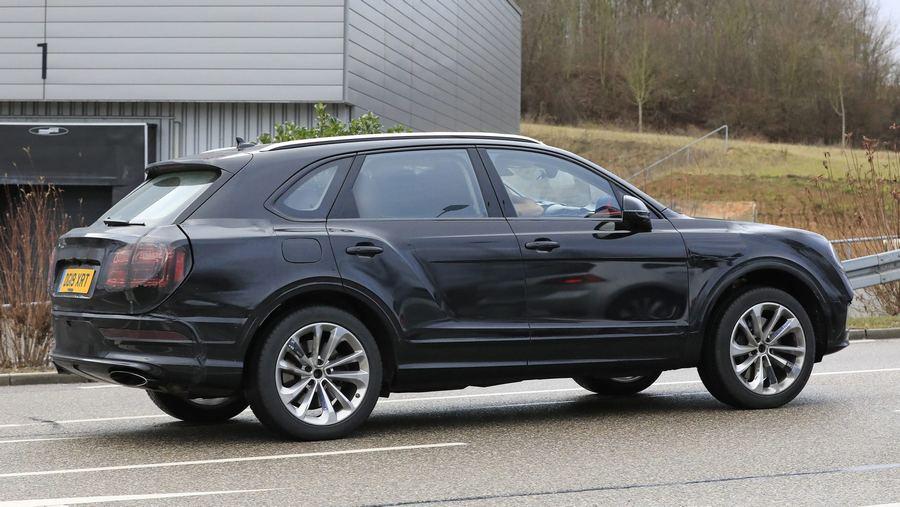 Bentley Bentayga facelift 2020-7.jpg