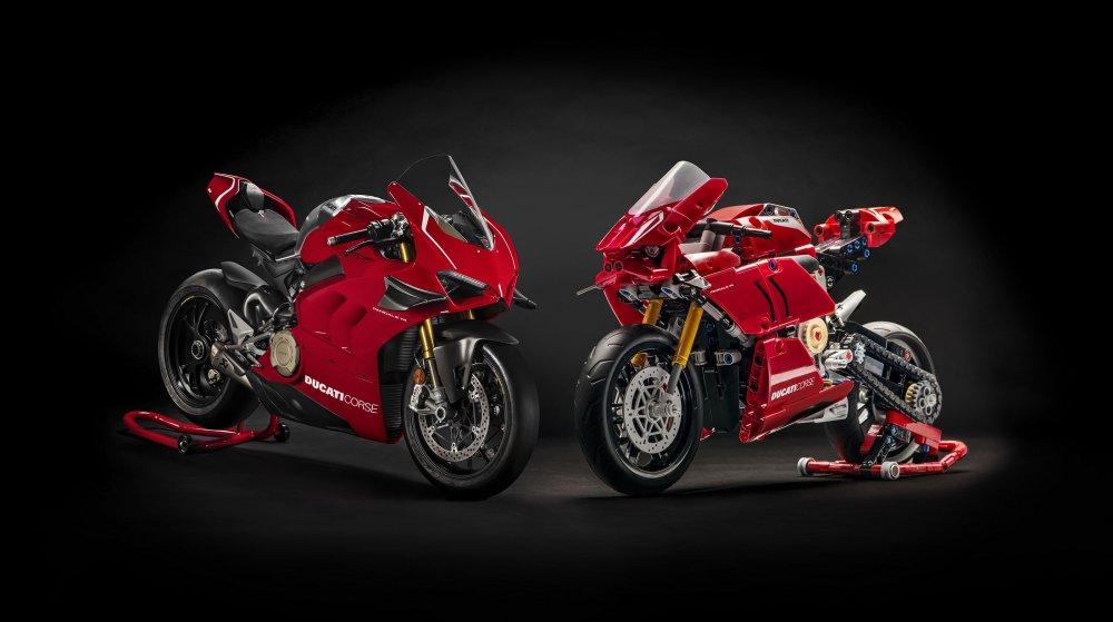 Ducati Panigale V4 R LEGO® Technic™.jpg