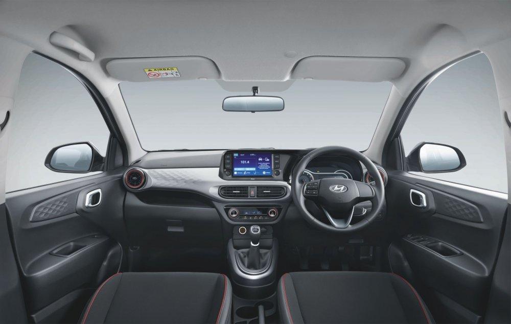 GRAND i10 NIOS - Interior.jpg