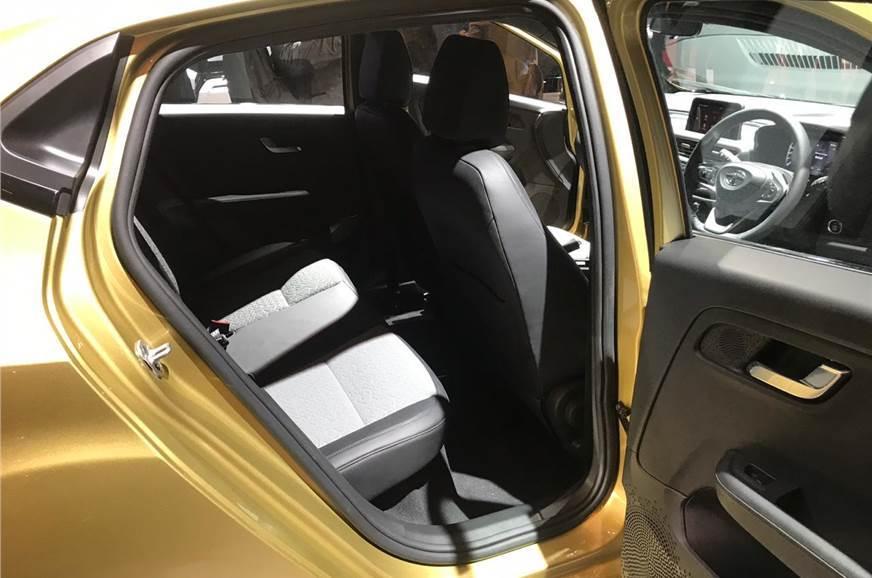 =http%3a%2f%2fcdni.autocarindia.com%2fGalleries%2f20191204112201_20190305023958_Altroz+rear+seat.jpg