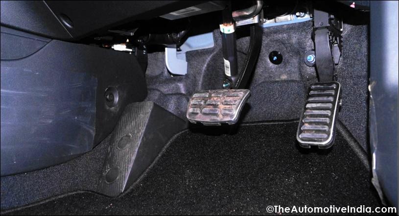 Hyundai-Elantra-Pedals.jpg