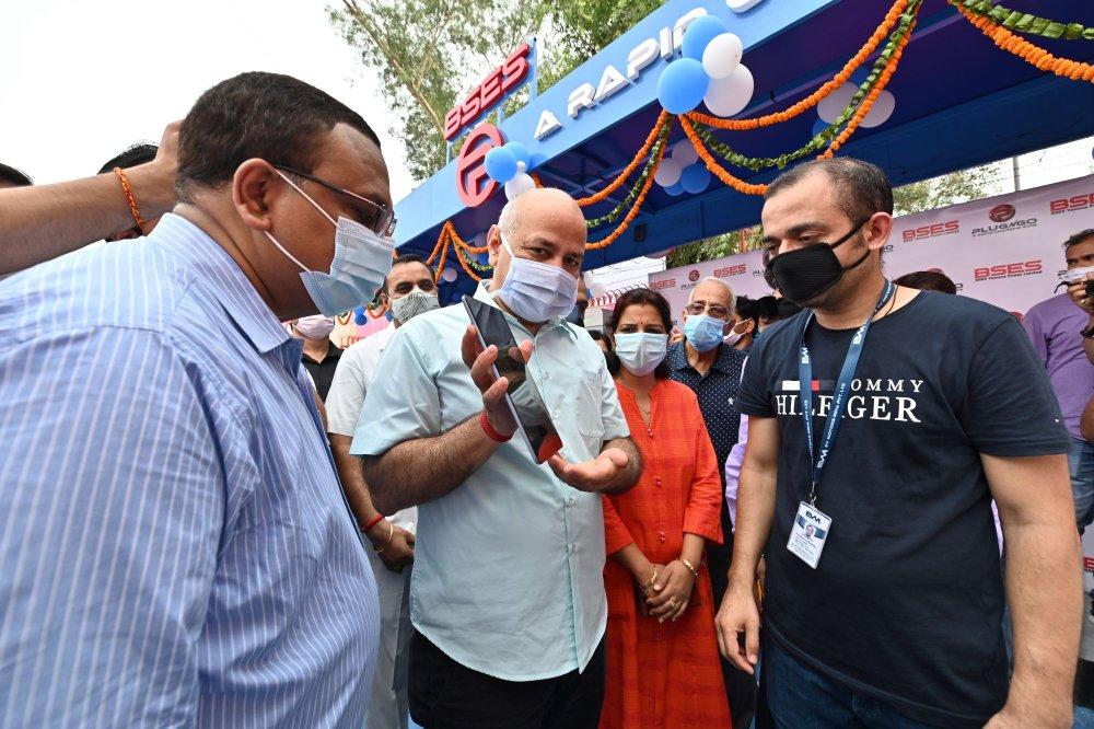 Image 1 - Hon'ble Deputy Chief Minister, Manish Sisodia launching 'PlugNgo'- the smart public ...JPG