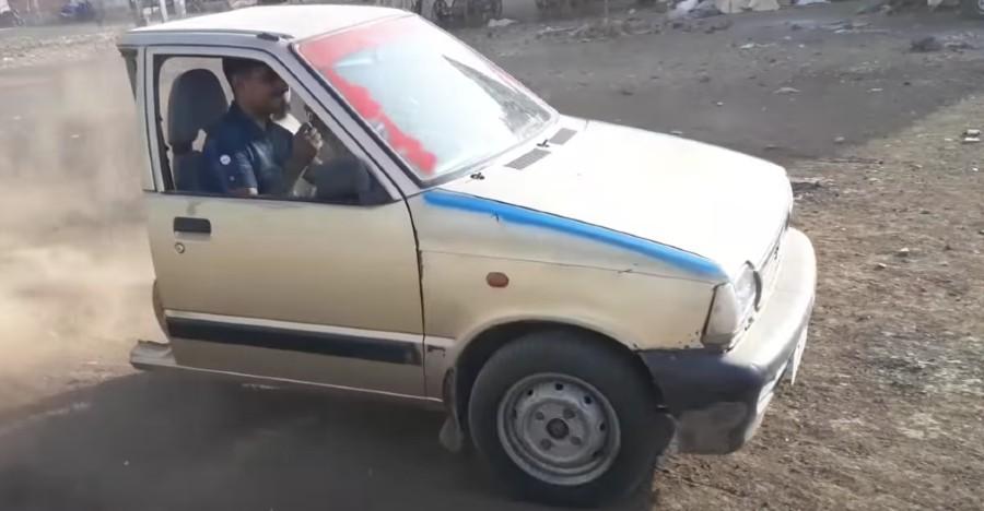 Maruti-800-3-wheel.jpg