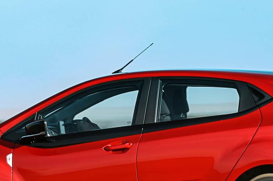r.ashx?n=http%3a%2f%2fcdni.autocarindia.com%2fGalleries%2f20191209094202_Tata-Altroz-window-line.jpg