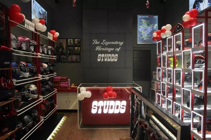 Studds-and-SMK-Helmet-Store-Mumabai-1-1200x800.jpg.jpg