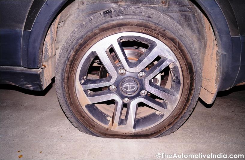 Tata-Hexa-Tyre-Burst.jpg