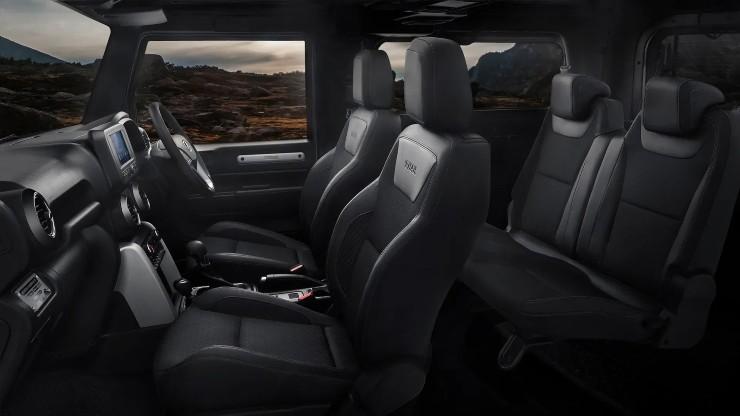 thar-sporty-interiors-seating.jpg