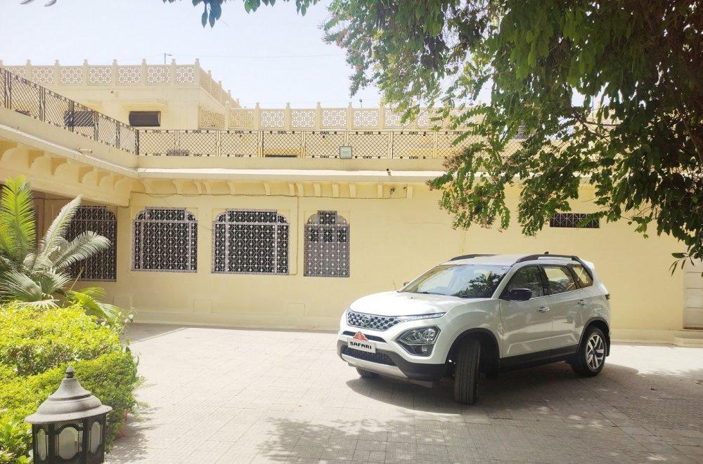 The all new Tata Safari with the Jodhpur Royal crest parked at Rani Sahiba's residence..jpg