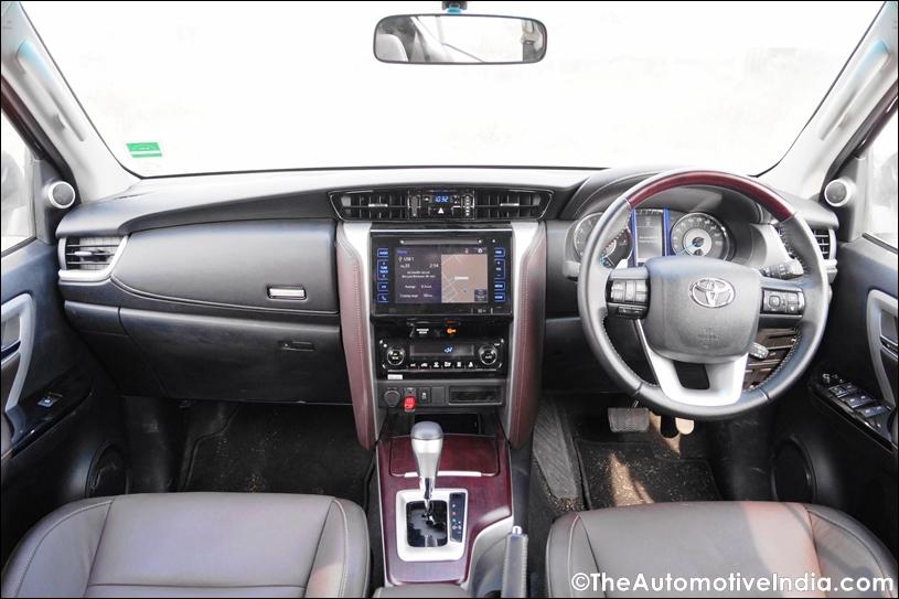 Toyota-Fortuner-Dashboard.jpg