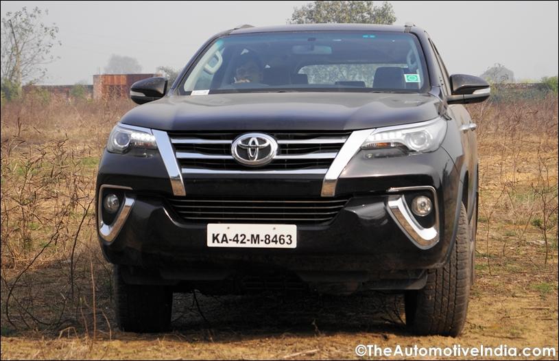 Toyota-Fortuner-Front.jpg