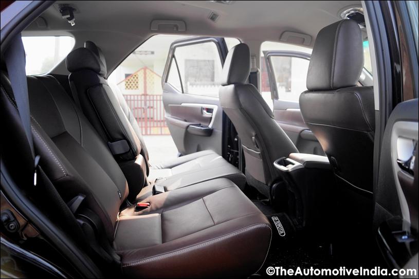 Toyota-Fortuner-Middle-Row-Legroom.jpg