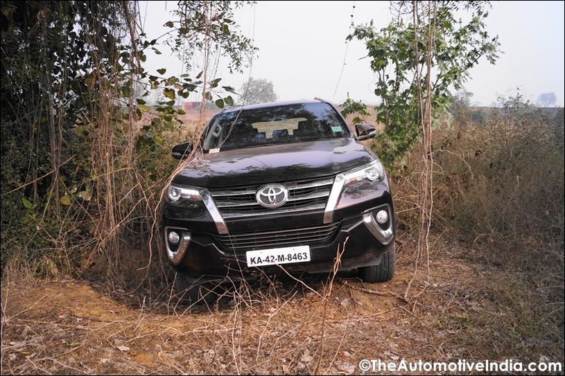 Toyota-Fortuner-Off-Road-2.jpg