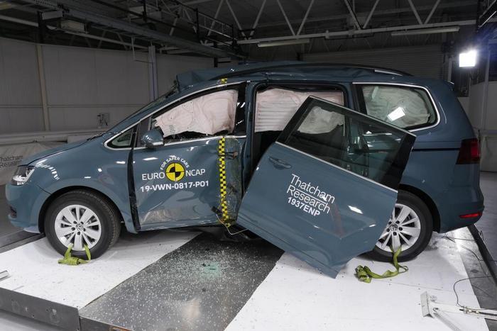 volkswagen-sharan-euro-ncap-pole-crash-after-test-dec-2019-1.jpg