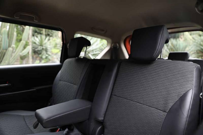 xl7-middle-seat.jpg