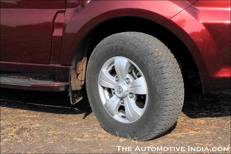 Tata Safari Storme Review & Pictures